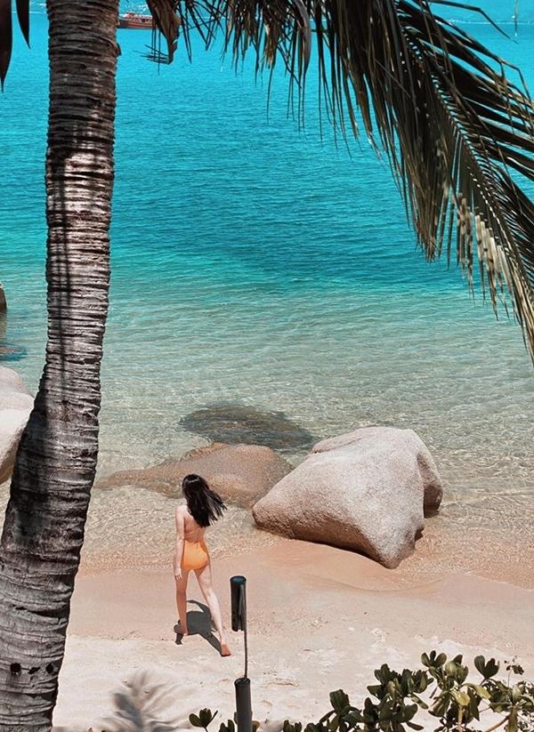 Khu nghỉ có bãi biển riêng yên tĩnh, nước trong veo rất đẹp.