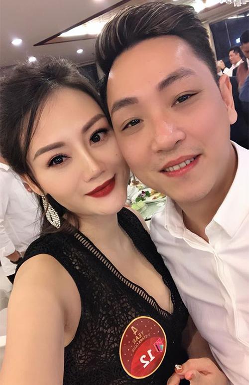 Vợ chồng Phương Thúy - Phùng Cường hôm 31/12/2019.