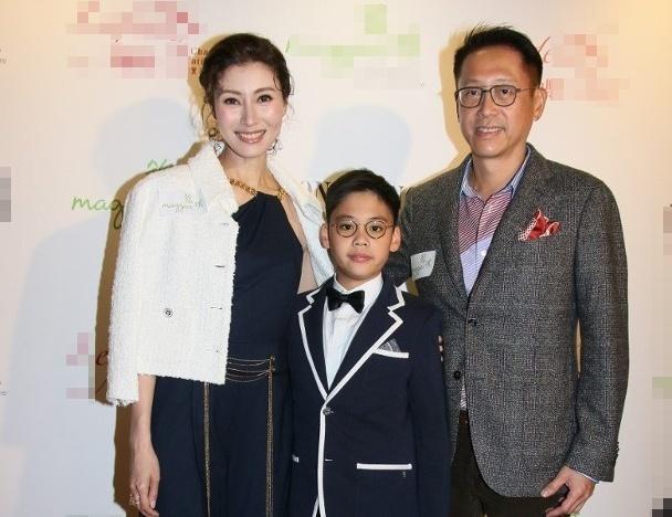 Đăng quang hoa hậu năm 1988 khi 18 tuổi, Lý Gia Hân được mệnh danh là Hoa hậu đẹp nhất trong lịch sử Hong Kong. Cô từng trải qua mối tình nổi tiếng kéo dài bốn năm (1993-1997) với Thiên vương Lê Minh. Chồng cô - Hứa Tấn Hanh - là một thương gia giàu có, gia cảnh bề thế tại Hong Kong, từng hẹn hò với Lưu Gia Linh năm 1986 và trải qua một đời vợ trước khi nên duyên với Lý Gia Hân. Sau khi kết hôn, cặp đôi có một con trai, cuộc sống sung túc. Nhiều năm nay, Lý Gia Hân không còn đóng phim, chỉ thi thoảng đi sự kiện.