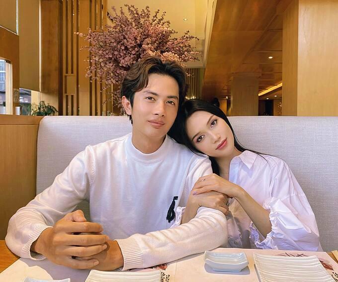 Sĩ Thanh và bạn trai Huỳnh Phương hẹn hò đi ăn tối.