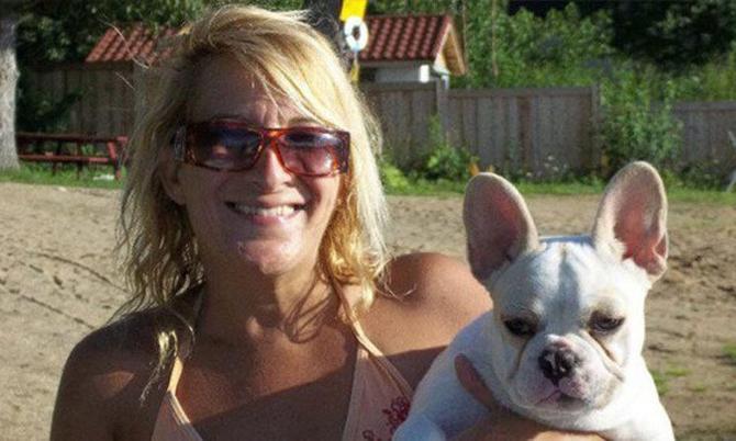 Bà Lisa Urso và một trong những chú chó mình nuôi. Ảnh: Abc.