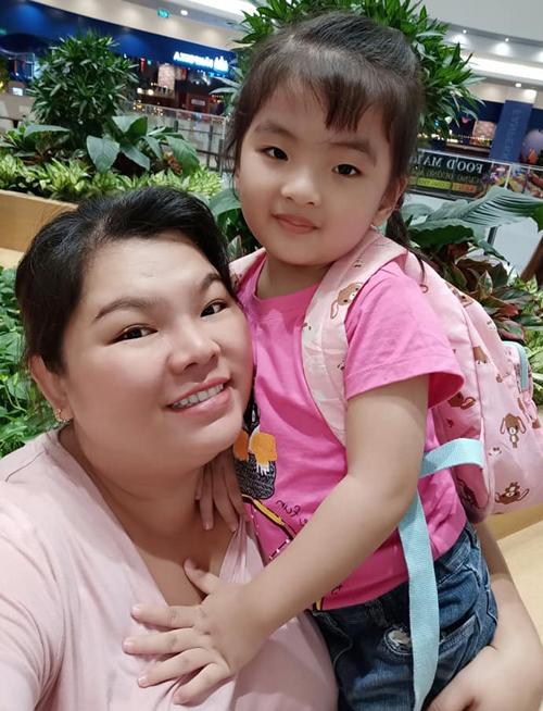 Con gái Tuyền Mập có nhiều nét giống mẹ.