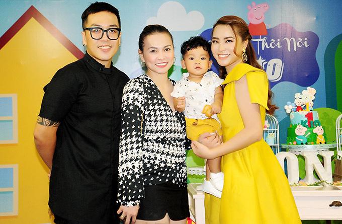 Vợ chồng nhạc sĩ Nguyễn Hoàng Duy thân thiết với giọng ca Viên đá nhỏ.
