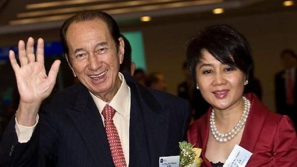 Vua sòng bạc Stanley Ho và vợ tư Lương Kỳ An. Ảnh: SCMP.
