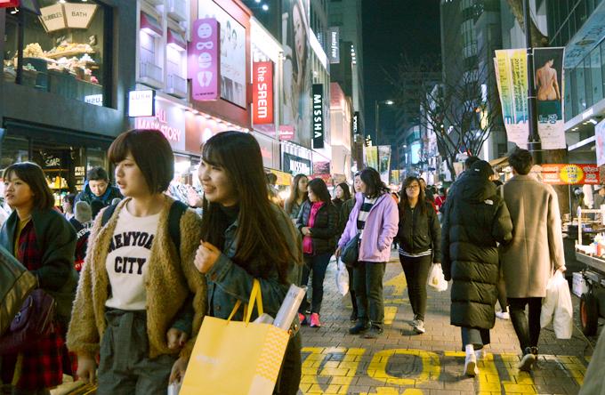 Khu Myeongdong nổi tiếng ở thủ đô Seoul. Ảnh: Nguyên Chi