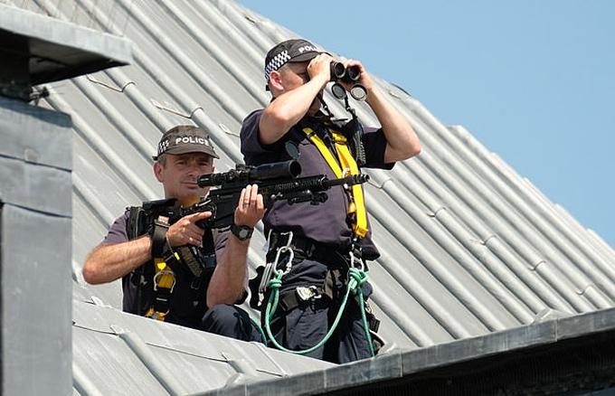 Đội bảo vệ luôn đảm bảo sự an toàn cho nhà Sussex mọi lúc mọi nơi. Ảnh: Mail.
