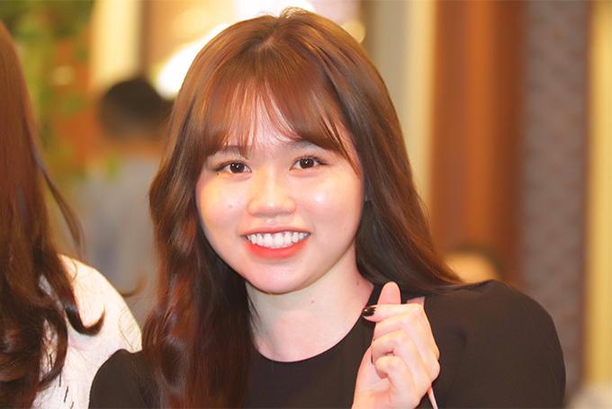 Huỳnh Anh sinh năm 1999, kém Quang Hải hai tuổi, từng du học tại Singapore.