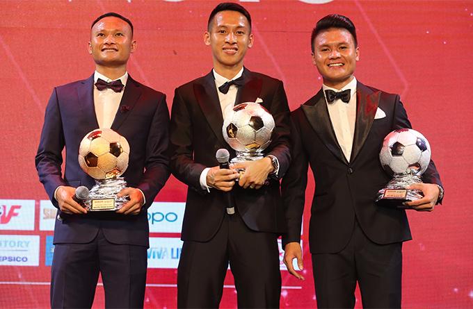 Danh hiệu Quả bóng vàng nam được trao cho Đỗ Hùng Dũng với 428 điểm. Quang Hải giành Quả bóng bạc với 310 điểm còn Quả bóng đồng thuộc về Trọng Hoàng (154 điểm).