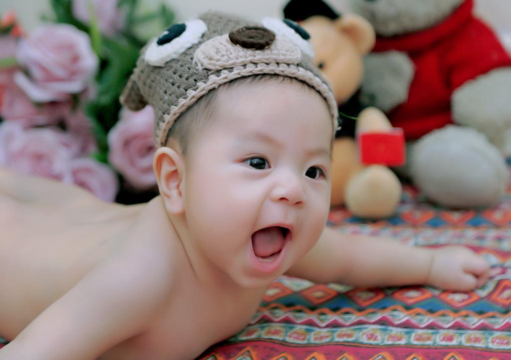Con nhà Đỗ Đức Tâm chỉ mới được 6 tháng tuổi nhưng rất thích làm trò và luôn có những cử chỉ thật đáng yêu.