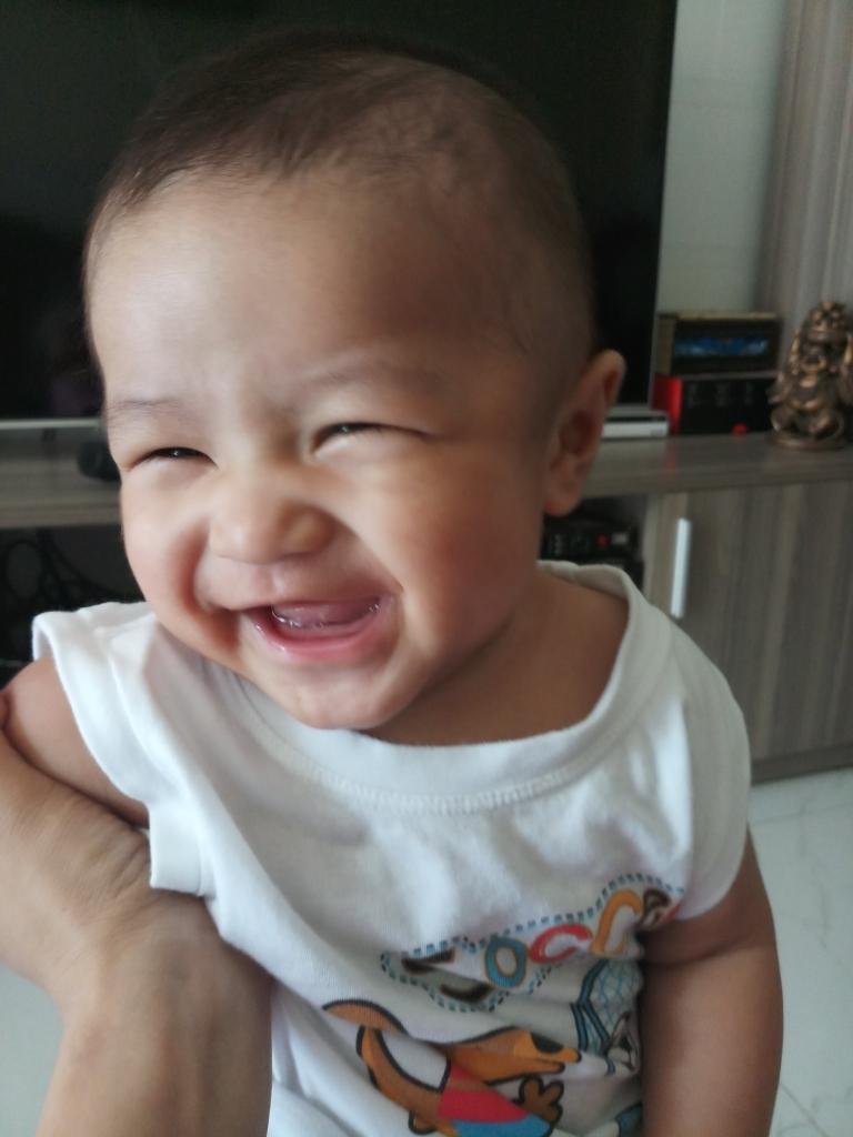 https://ngoisao.net/gia-dinh/chang-trai-ngot-ngao-4104199.html