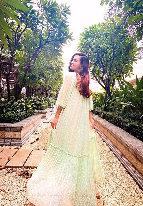 Váy voan, váy ren dáng rộng như Hồ Ngọc Hà luôn mang lại sự thoải mái bởi khả năng giải phóng hình thể cao. Ở xu hướng thời trang năm nay, váy bầu còn là trang phục được nhiều sao Việt yêu thích.