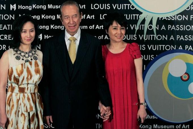 Vua sòng bạc Macau Stanley Ho và con gái Pansy Ho và vợ tư Lương An Kỳ (phải). Ảnh: SCMP.
