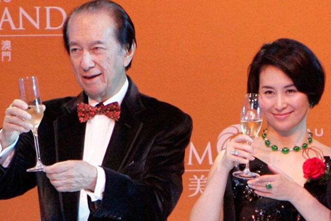 Vua sòng bài Stanley Ho và con gái Pansy. Ảnh: BI.