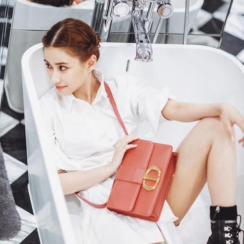 Con gáiVua sòng bạc Macau sành điệu với túi hiệu - 6