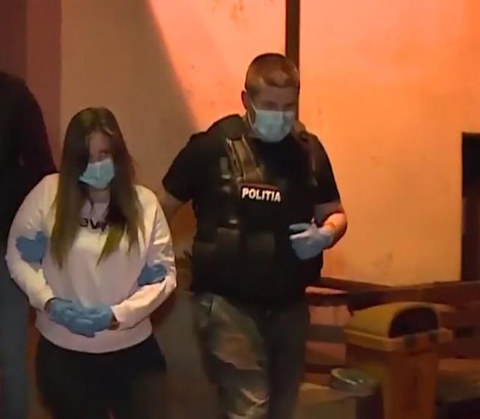 Bà mẹ trẻ đang bị cảnh sát bắt giam chờ ngày xét xử. Ảnh: cãi nhaucon.