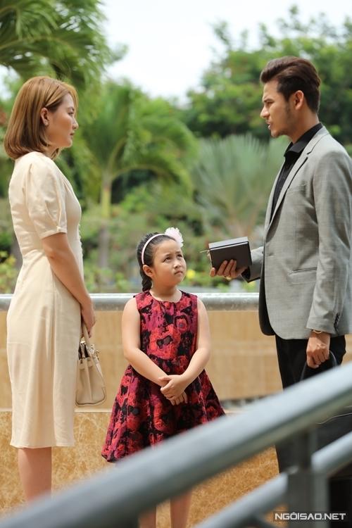 Ngân Chi quay phim cùng mẹ Ngọc Lan và ba Anh Tài.