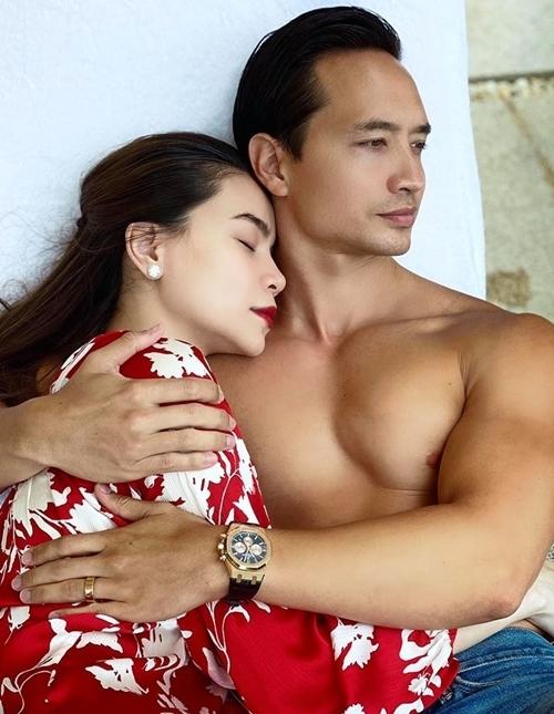 Hồ Ngọc Hà nghỉ ngơi bên Kim Lý.