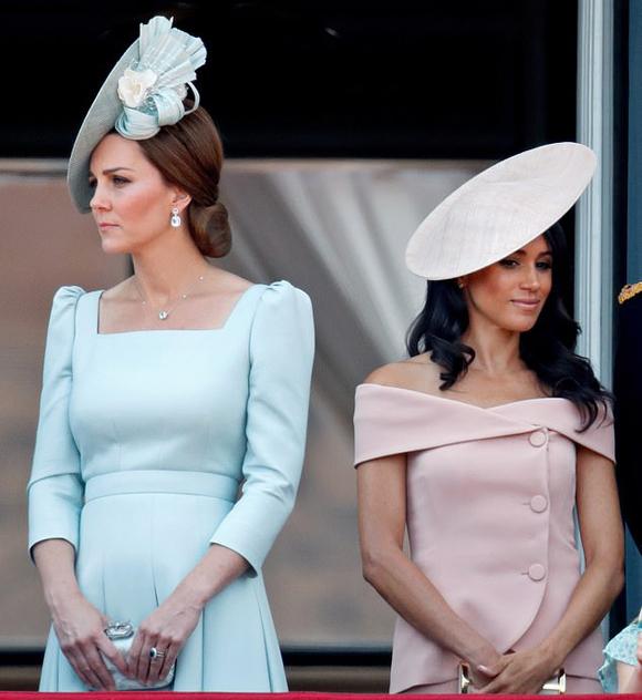Kate và Meghan trên ban công Điện Buckingham vào sinh nhật Nữ hoàng tháng 6/2018. Ảnh: UK Press.