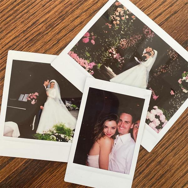 Miranda Kerr đăng ảnh kỷ niệm ngày cưới.