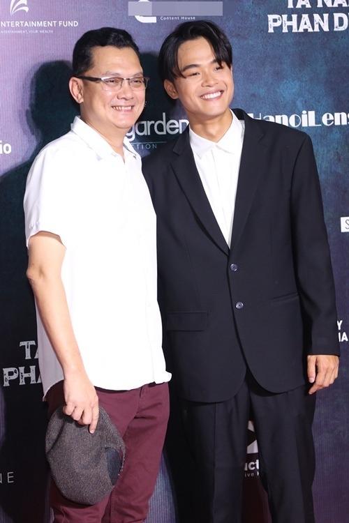 Huỳnh Thanh Trực (phải) cùng NSƯT Hữu Châu dự họp báo công bố phim Tà Năng - Phan Dũng.