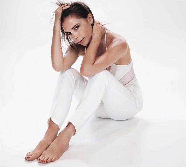 Cựu ca sĩ nhóm Spice Girls yêu cơ thể ở tuổi ngoại tứ tuần, không bận tâm tới nếp nhăn tuổi tác. Ảnh: Glamour.