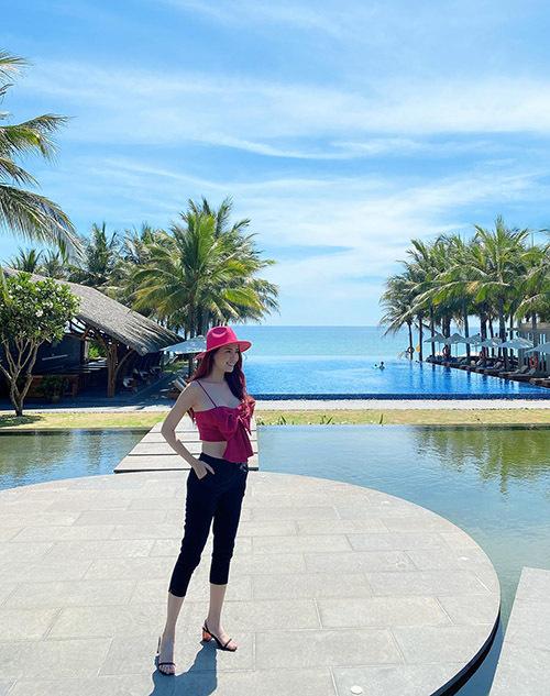 Hoa hậu Đại sứ Du lịch Thế giới 2018 tự tin với vóc dáng thon thả, thần thái tươi trẻ, rạng ngời.