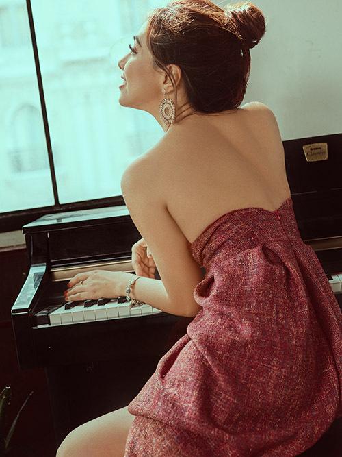 Sau khi ra toà giải quyết tranh chấp 9 năm với công ty quản lý cũ, Miko Lan Trinh thở phào nhẹ nhõm. Cô lên kế hoạch lột xác, trở lại mạnh mẽ với các hoạt động nghệ thuật. Nữ ca sĩ vừa thực hiện bộ ảnh mới.