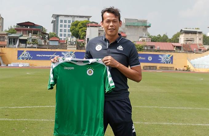 Bùi Tấn Trường ra mắt CLB Hà Nội tại sân Hàng Đẫy. Ảnh: HNFC.