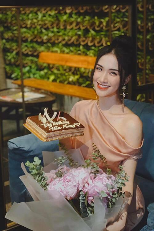 Hòa Minzy mừng sinh nhật tuổi 25.