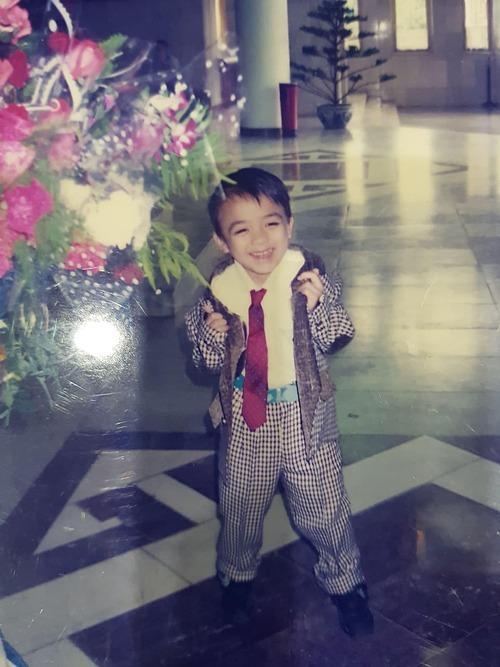 Soobin Hoàng Sơn cười tít mắt trong bức ảnh thời nhỏ.