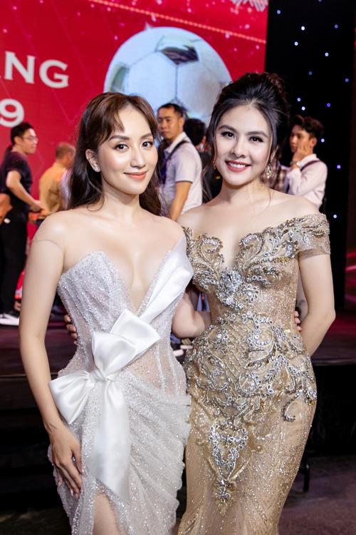 Vân Trang MC lễ trao giải Quả Bóng Vàng 2019 tối 26-5 NTK Anh Thư