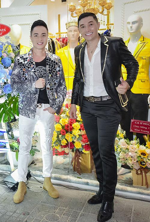 Nhật Tinh Anh diện áo khoác lấp lánh đi sự kiện. Anh cũng là một trong các sao nam được khán giả khen trẻ trung vượt thời gian ở tuổi 41.