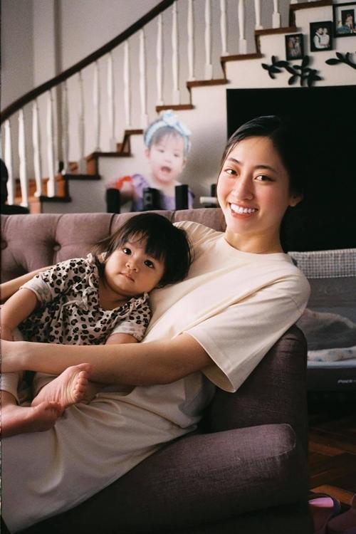 Con gái gần 2 tuổi của bà trùm hoa hậu Kim Dung - 10