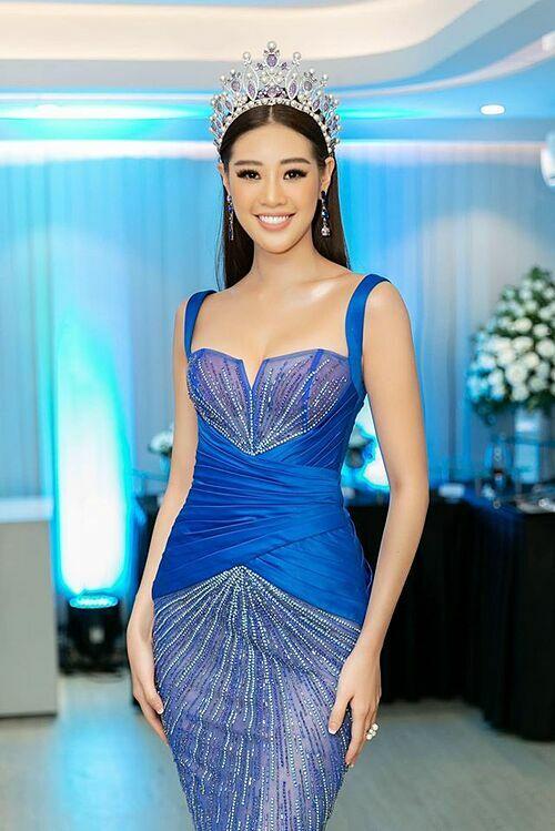 Khánh Vân đăng quang Hoa hậu Hoàn vũ Việt Nam 2019. Chân dài sinh năm 1995 được khen ngày càng xinh đẹp, gợi cảm và có đời sống sạch scandal. Cô thường xuyên được mời tham gia tại các sự kiện giải trí và đắt show quảng cáo.