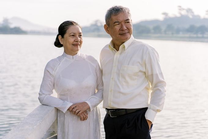 Á hậu Thùy Dung giúp bố mẹ chụp ảnh cưới - 10