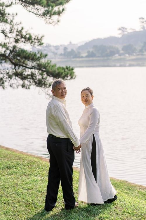 Á hậu Thùy Dung giúp bố mẹ chụp ảnh cưới - 12