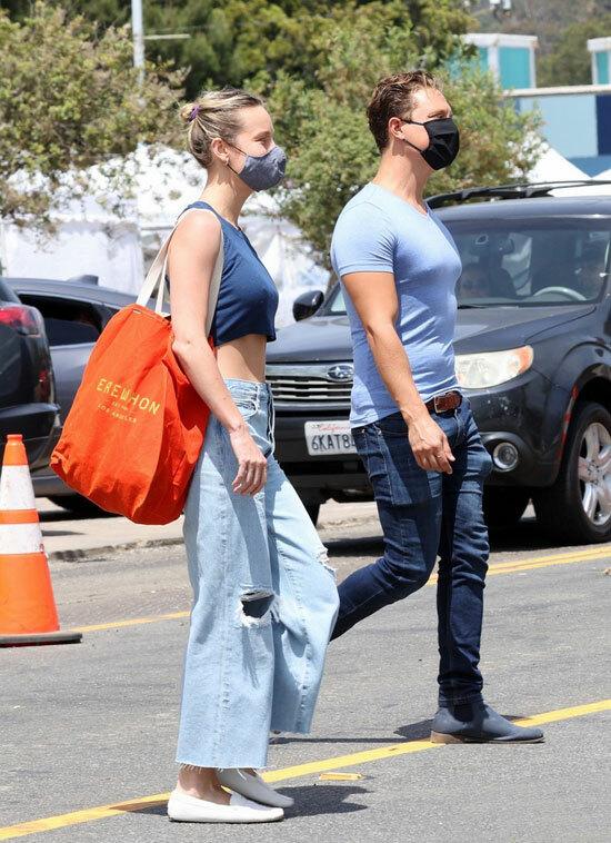 Người đẹp hiếm hoi xuất hiện cùng bạn trai từ khi hẹn hò vào tháng 8 năm ngoái. Trước đây nữ diễn viên đoạt giải Oscar có mối tình sâu sắc với ca sĩ Alex Greenwald, từng đính hôn và gắn bó 6 năm trước khi chia tay vào đầu năm ngoái.