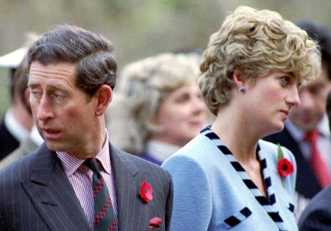 Charles và Diana mỗi người nhìn một hướng và trở nên gượng gạo trong một chuyến công du, khi hai người đã ly thân. Ảnh: News Group Newspaper Ltd.