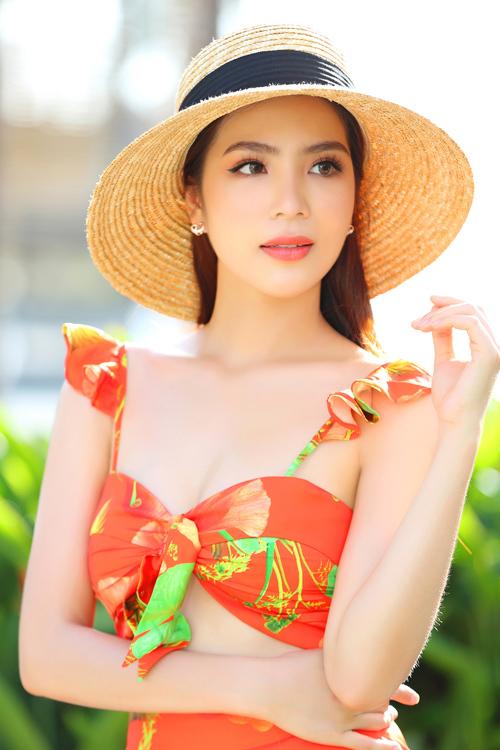 Dương Kim Ánh mặc đồ họa tiết khoe body - 4
