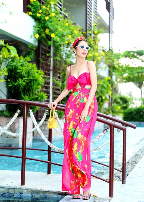 Dương Kim Ánh mặc đồ họa tiết khoe body - 8