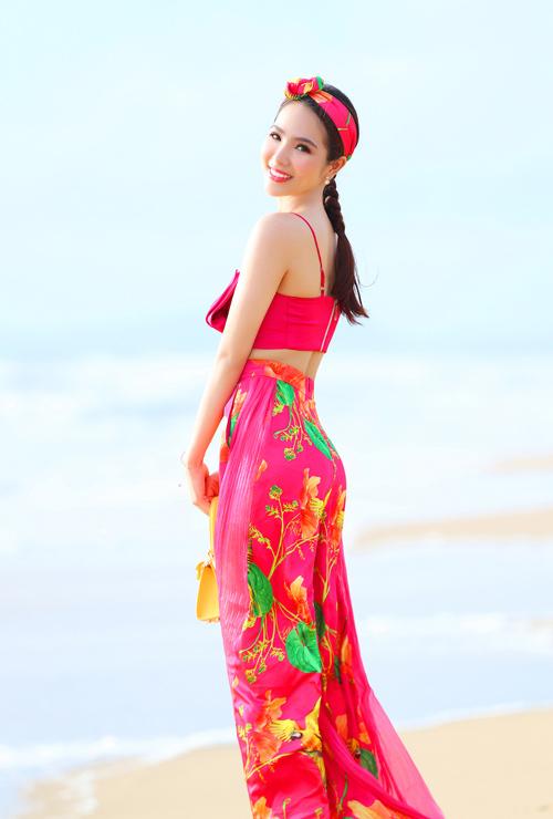 Dương Kim Ánh mặc đồ họa tiết khoe body - 10