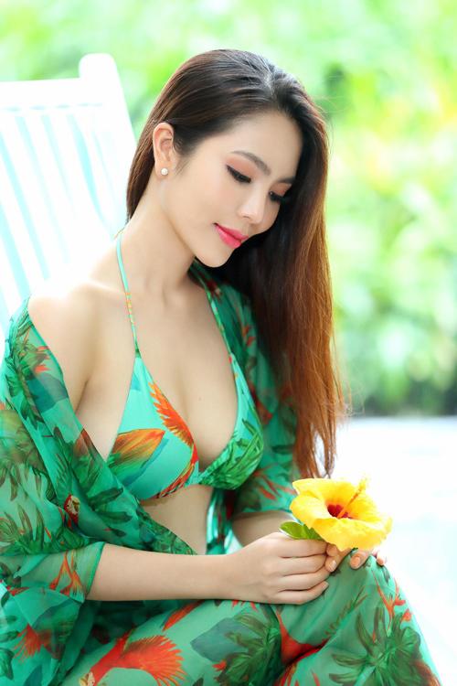 Dương Kim Ánh mặc đồ họa tiết khoe body - 14