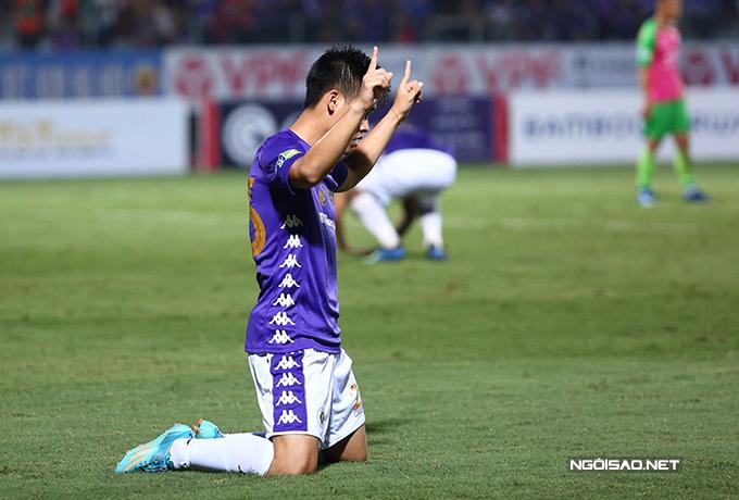 Trước khi trận đấu khép lại, cầu thủ vào sân thay Quang Hải - Nguyễn Tuấn Anh ghi bàn ấn định chiến thắng 3-0 cho Hà Nội.