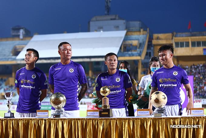 Trước Hùng Dũng, CLB Hà Nội từng có ba cầu thủ khác giành Quả bóng vàng Việt Nam là cựu thủ môn Dương Hồng Sơn (2008), Thành Lương (2009, 2011, 2014 và 2016), Quang Hải (2018). Tiền đạo Văn Quyết kém duyên với danh hiệu này khi hai lần giành Quả bóng bạc năm 2014 và 2015.