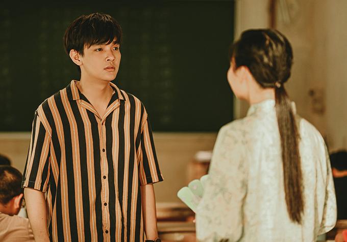 Diễn viên Phạm Huỳnh Hữu Tài đóng vai người trong mộng của Lê Lộc. Dù cô giáo trẻ tấn công quyết liệt nhưng anh vẫn vờ như không hay biết gì.