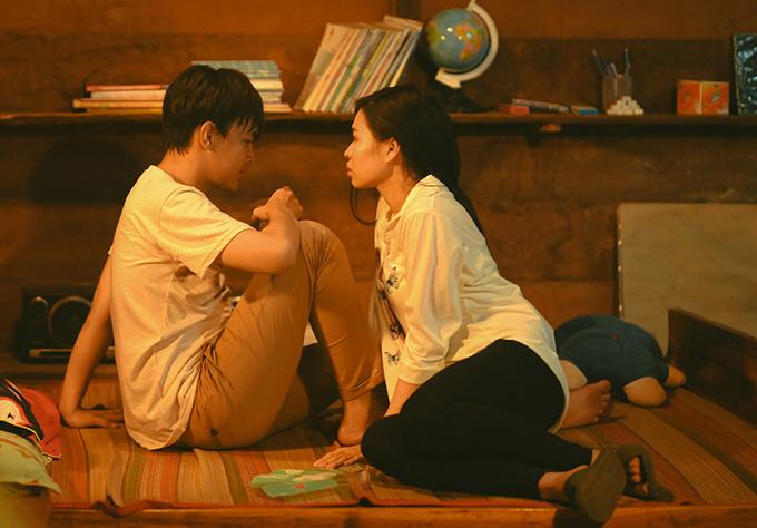 Phim có cảnh nhân vật của Lê Lộc táo bạo sang nhà nam đồng nghiệp vào nửa đêm, đúng lúc anh đang gặp ác mộng.