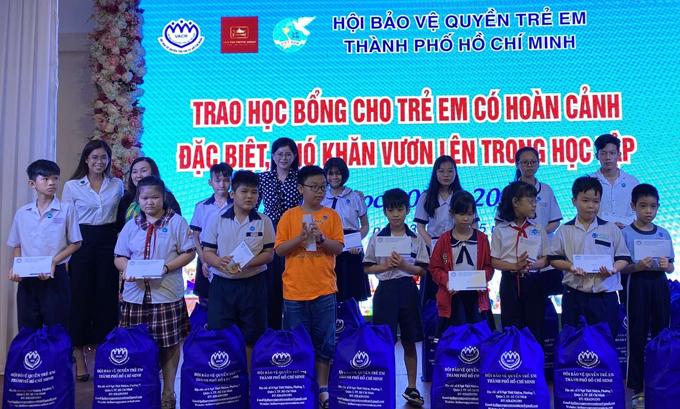 [Caption]iên Nguyễn tiết lộ, sau ra viện cô sẽ chính thức quản lý quỹ từ thiện của Tập đoàn IPP do bố mẹ làm chủ để vận động các nhà hảo tâm trong và ngoài nước chung tay góp sức tổ chức nhiều hoạt động ý nghĩa nhằm giúp đỡ cộng đồng.