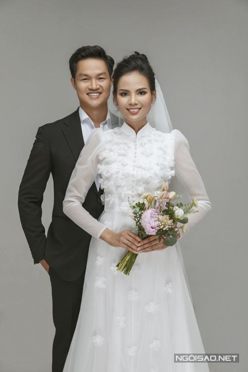 Tiêu Ngọc Linh thay thêm áo dài cưới cách tân trong bộ ảnh.