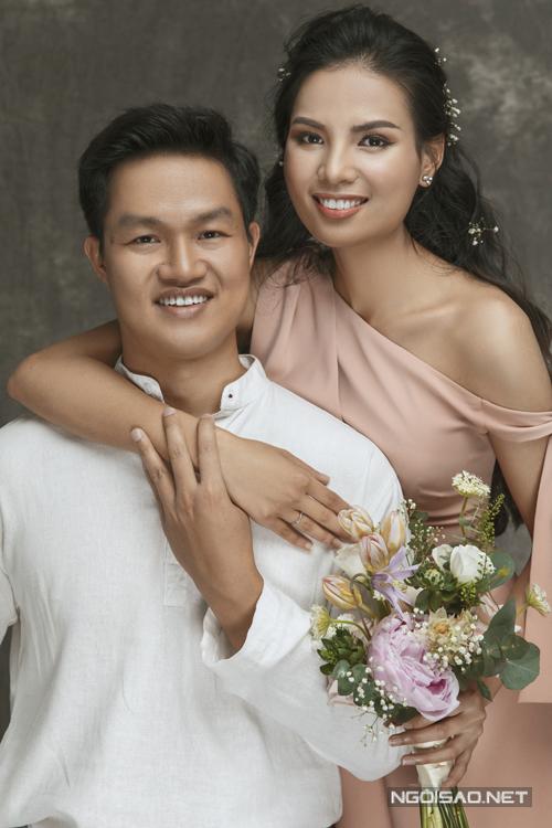 Bộ ảnh được thực hiện bởi váy: Happy Clothings by Nguyễn Thảo, trang điểm: Nguyễn Trang, làm tóc: Nguyễn Thanh Xuân, stlylist: Khúc Mạnh Quân, nhiếp ảnh: Ngô Khôi.