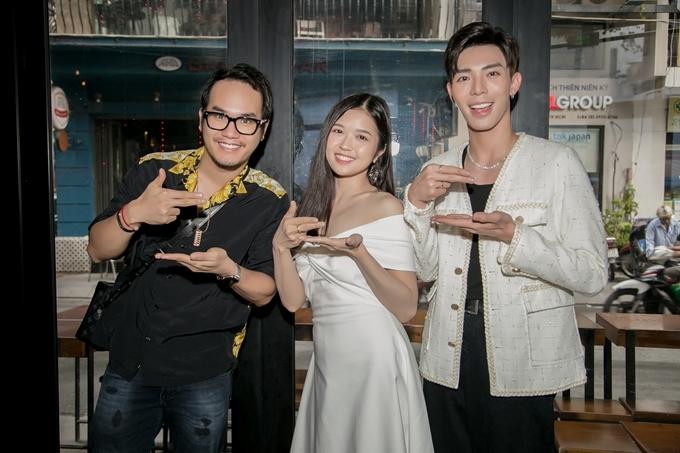 Nhạc sĩ Khắc Hưng, ca sĩ Suni Hạ Linh, Erik (từ trái qua) tại họp báo chiều 2/6.